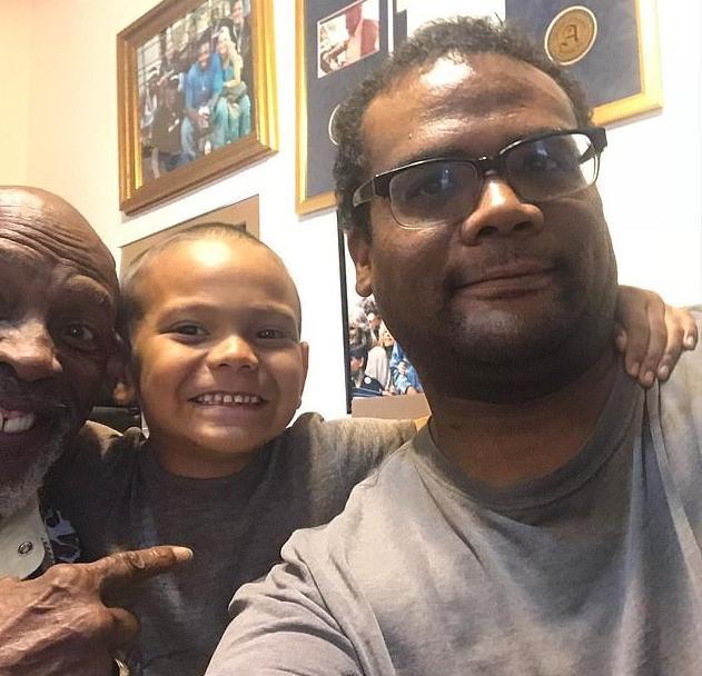 Louis Gosset jr & son & grandson - Instagram - 37472180-9103493-image-a-13_1609458691881