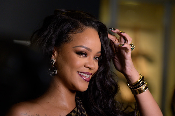 Rihanna+Rihanna+Launch+Event+vdklnJXCw8ml (1)