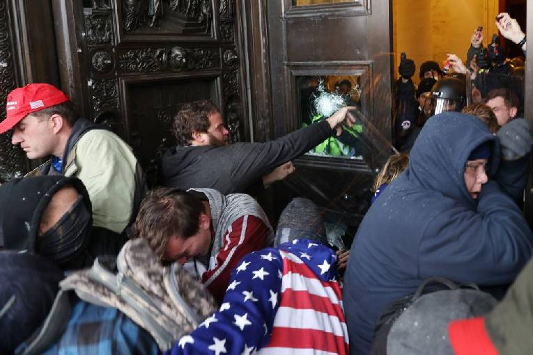 US Capitol-Window-Smashed-Trump-Extremists-1020x680
