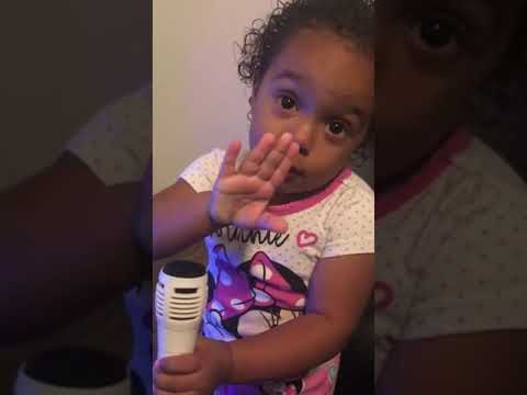 2-year-old shuts down karaoke dad