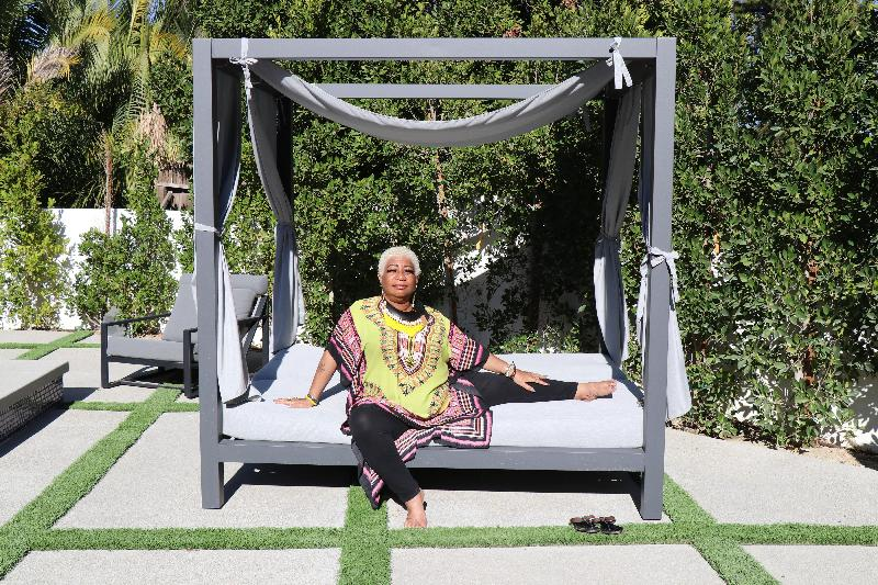 Luenell b-day-lawn bed