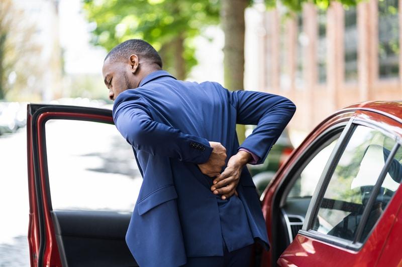 Man in car car - back pain2 - dreamstime_s_212685137 (1)