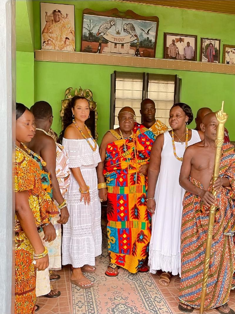 LisaRaye Ghana - LisaRaye and The Paramount Chief and other Chiefs with Queen Mother Yahweh