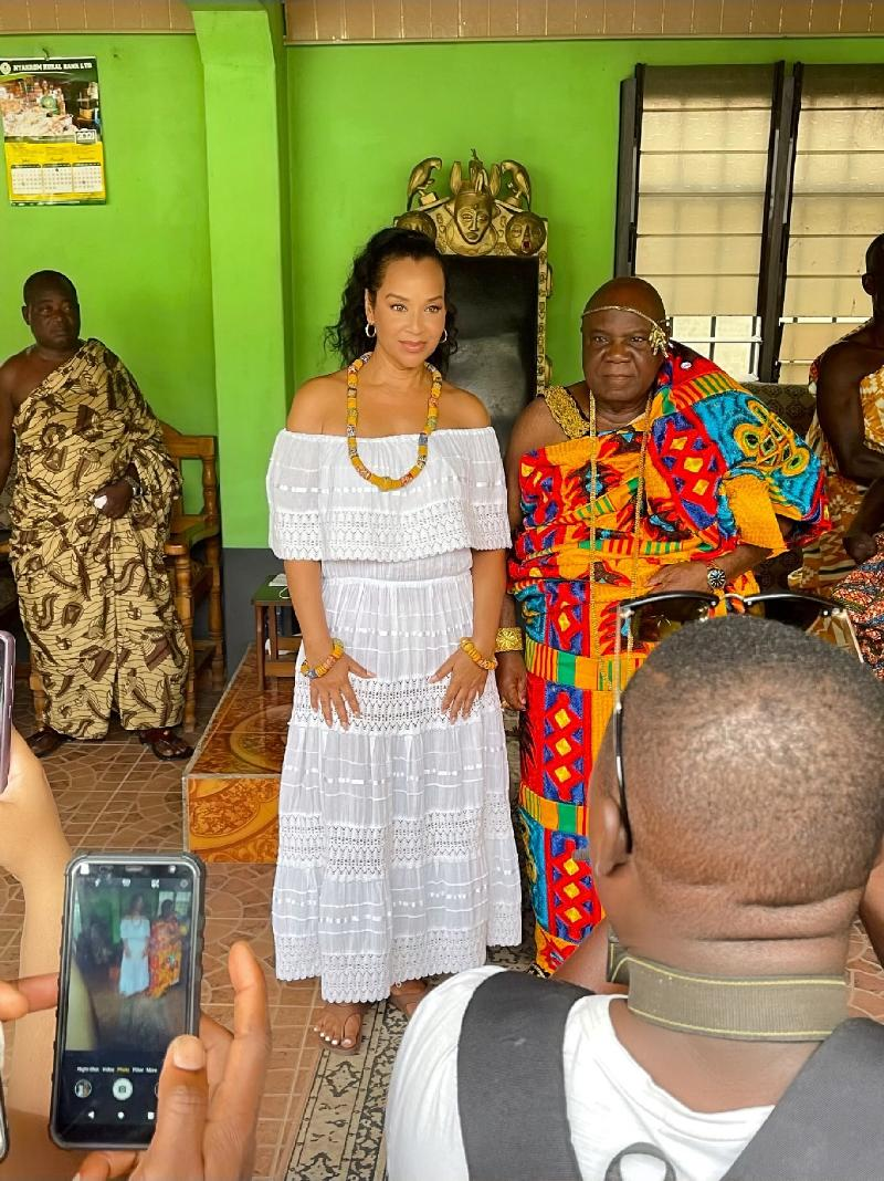 LisaRaye Ghana - LisaRaye and The Paramount Chief of Agona Kwanyako of Ghanas Central Region