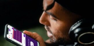 Man recording voice on Smartphone