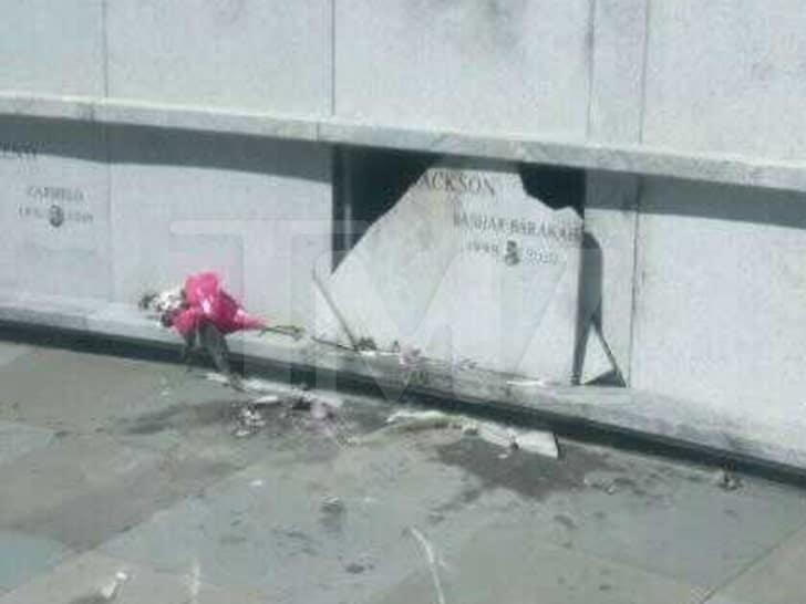 Pop Smoke crypt (vandalized)