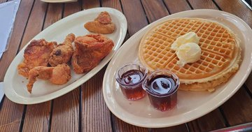 Roscoe's Chicken And Waffles via Twitter